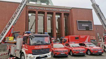 Feuerwehr Bochum: Übergabe neuer Fahrzeuge am Bergbaumuseum