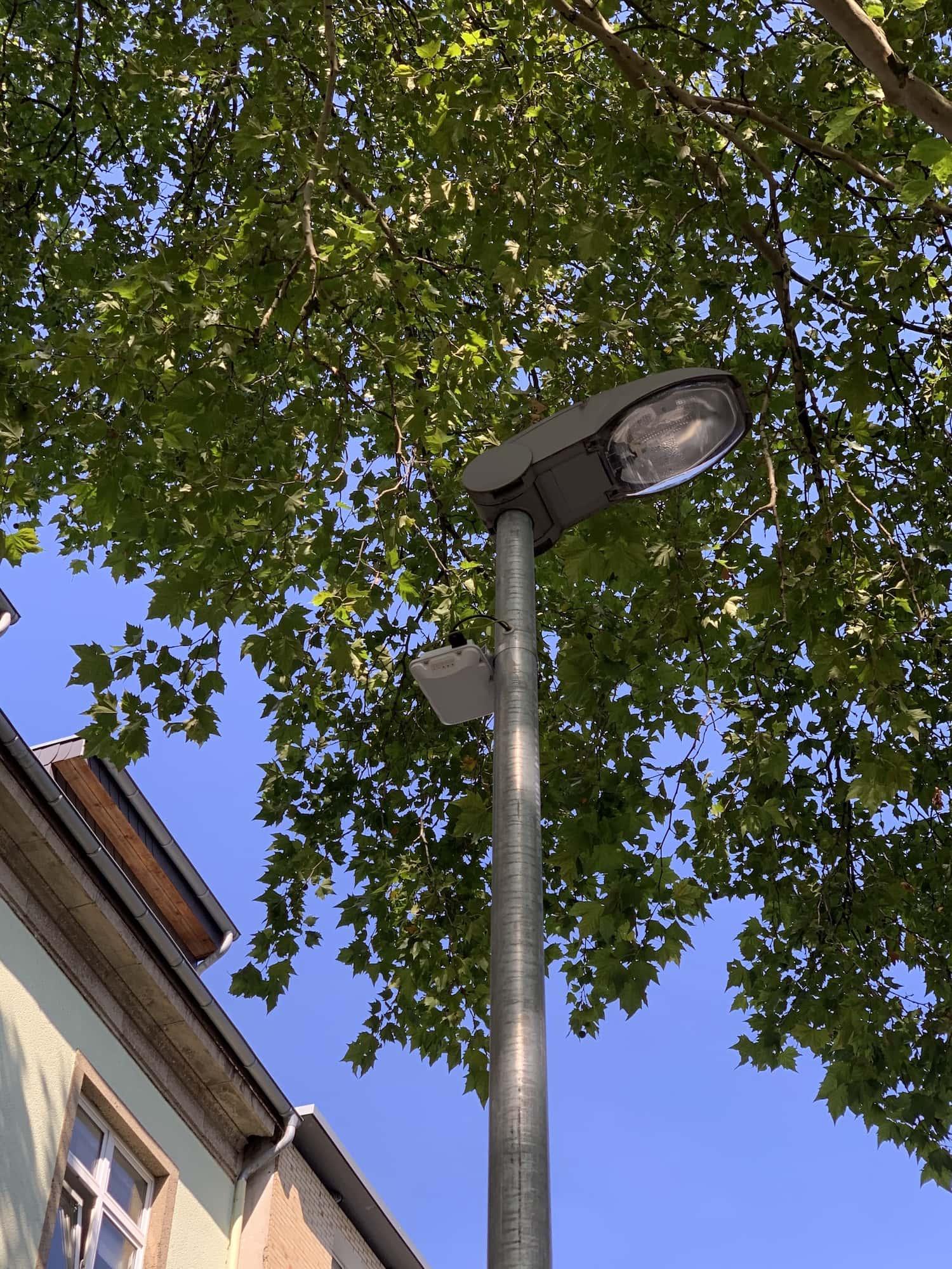 """""""Smart Pole"""" (Laterne mit WLAN-Anschluss) im Bochumer Ehrenfeld #boEhrenfeld"""