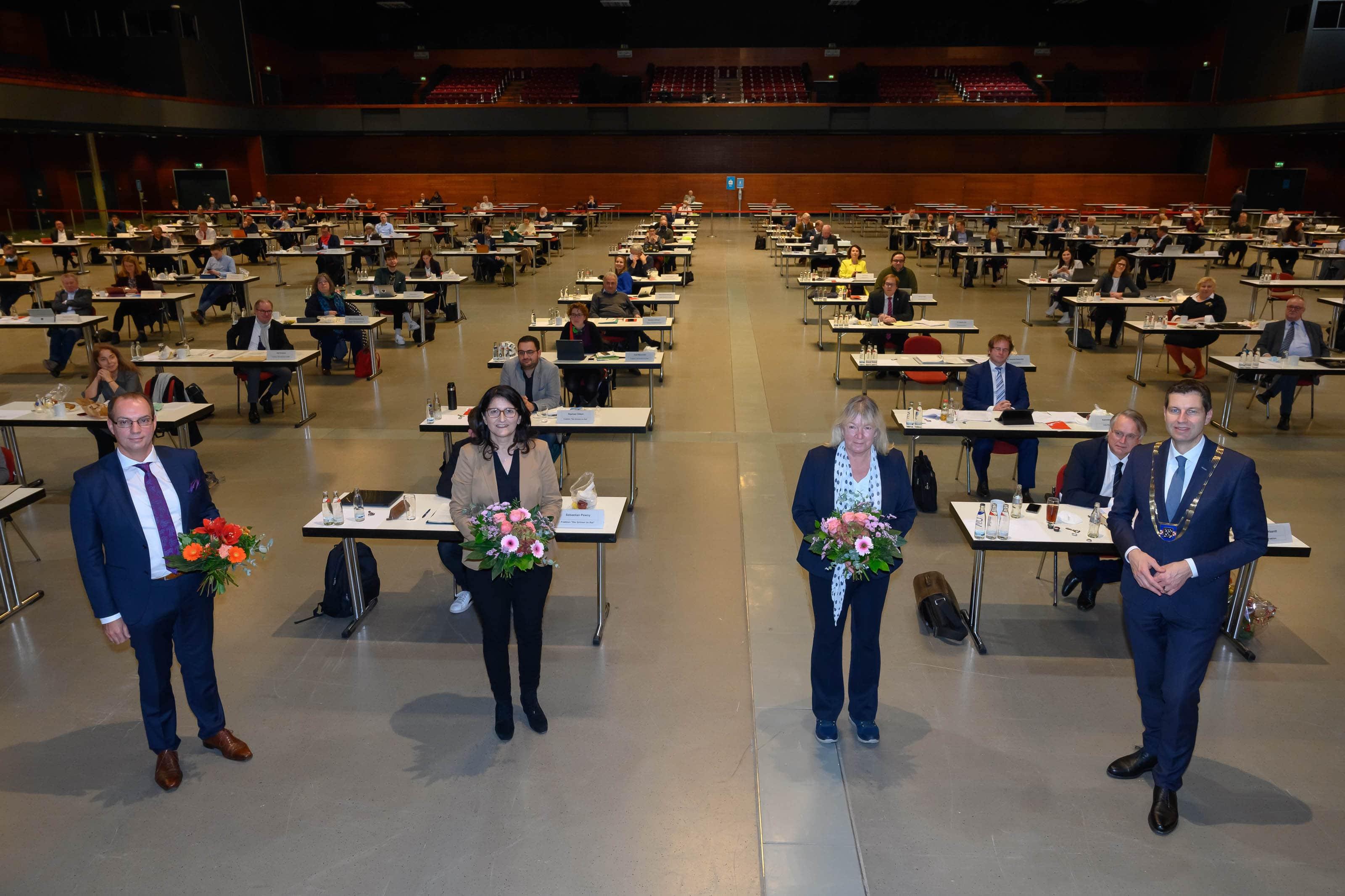 Konstituierende Ratssitzung mit Amtseinführung des wiedergewählten Oberbürgermeisters Thomas Eiskirch und Wahl sowie Amtseinführung seiner Stellvertreter, den Bürgermeisterinnen und des Bürgermeisters in Bochum am 19.11.2020