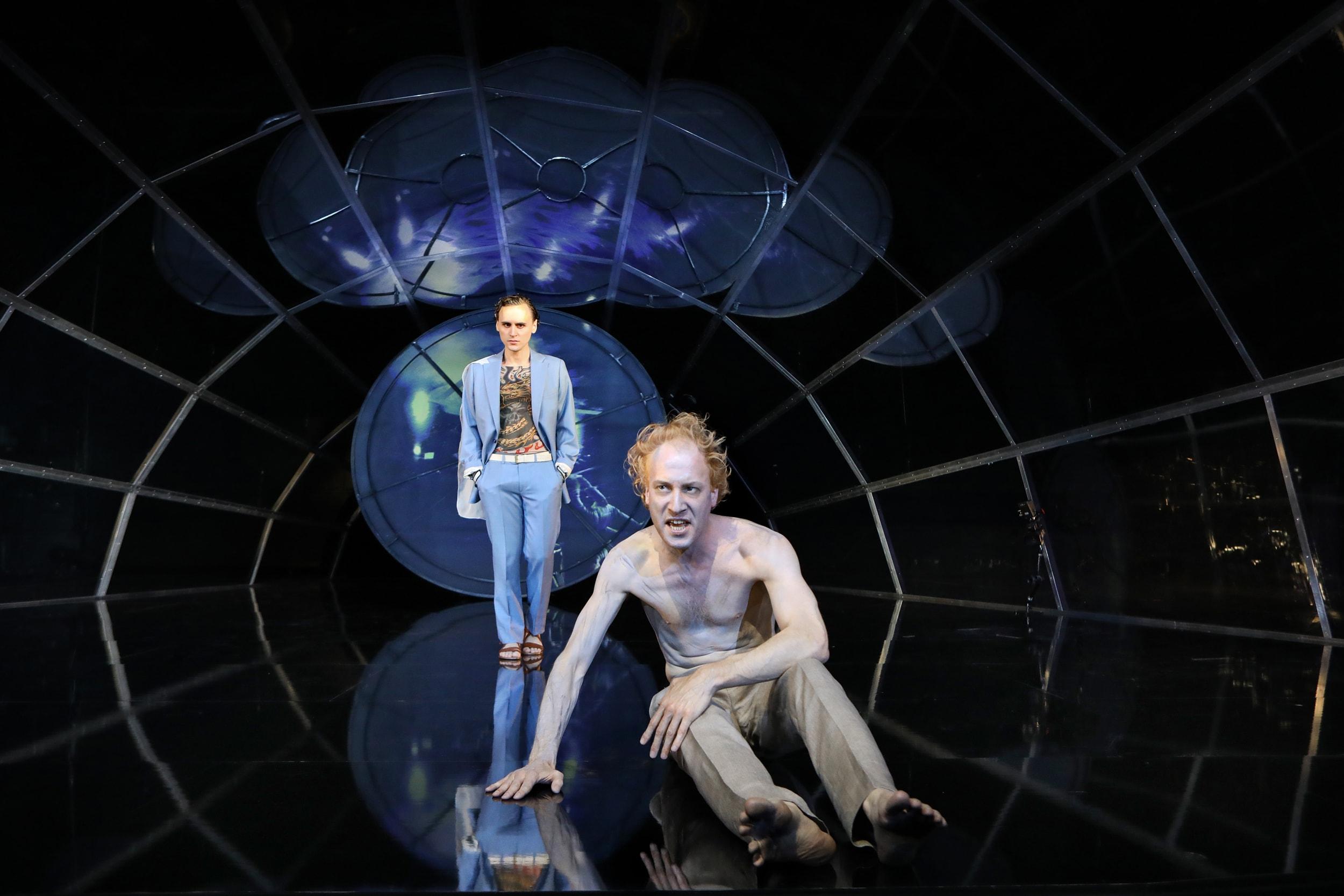 Der gefesselte Prometheus: Konstantin Bühler und Dominik Dos-Reis