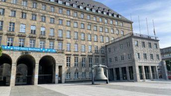 Willy-Brandt-Platz und das Rathaus in Bochum