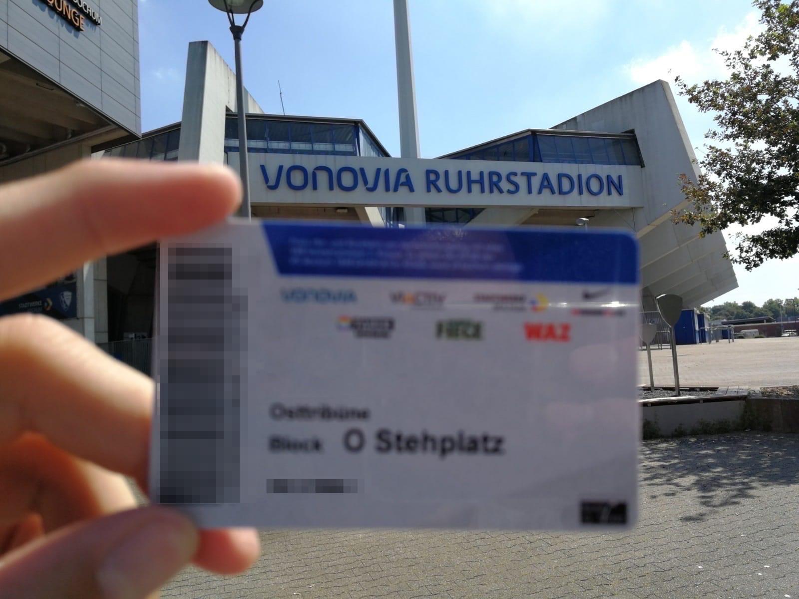 Dauerkarte des VfL Bochum (Osttribüne) - im Hintergrund das Ruhrstadion
