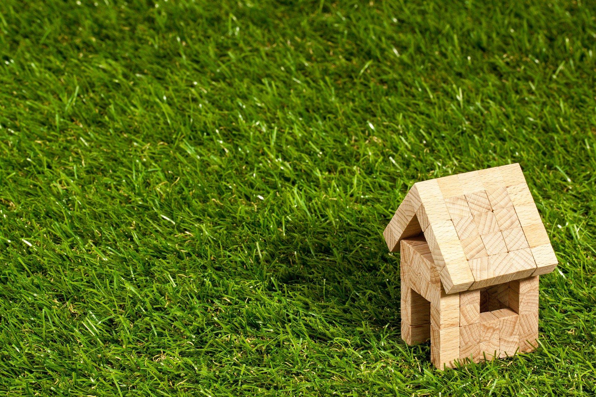 Symbolbild: Haus im Grünen