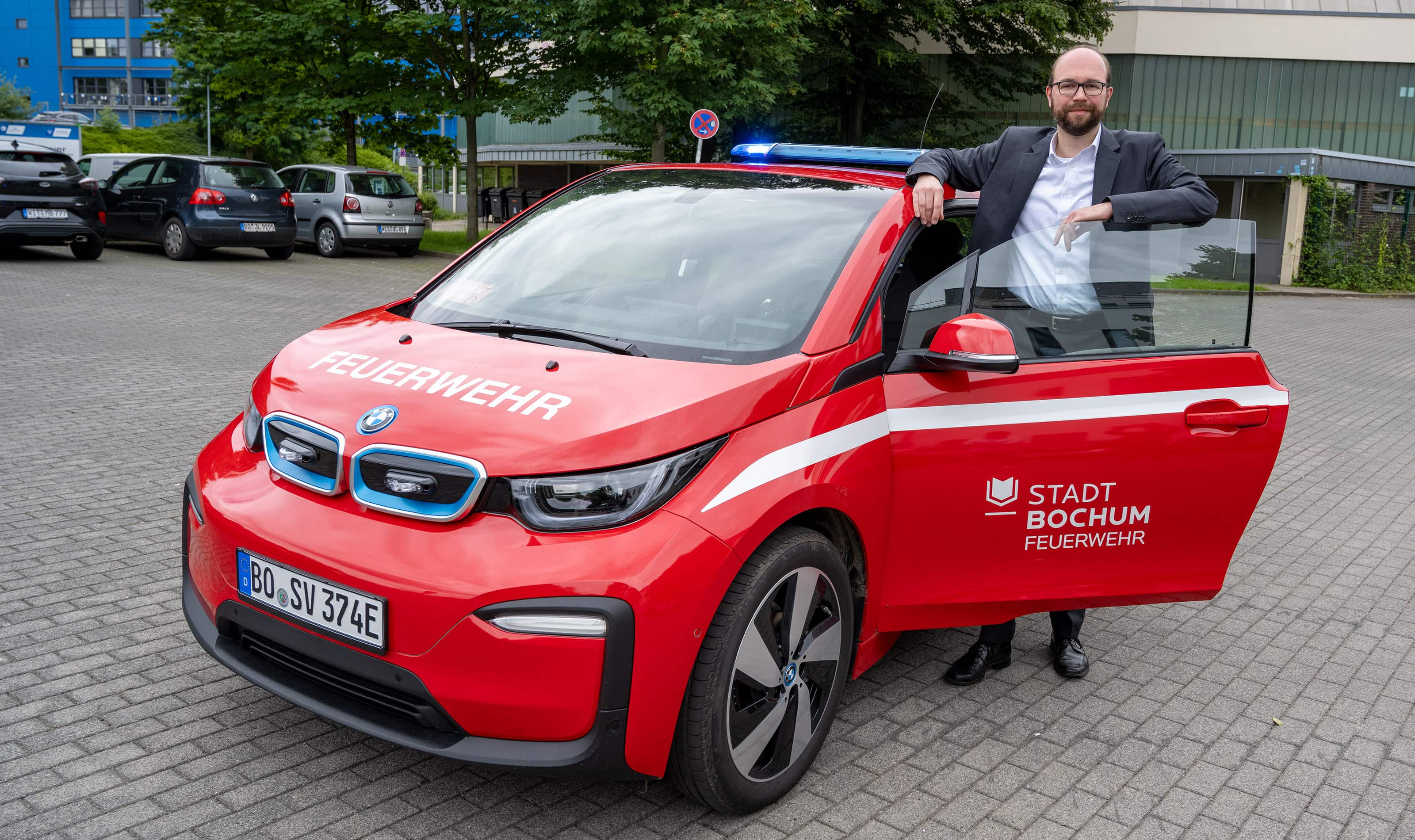 Sommergespräch 2021 mit Stadtdirektor Sebastian Kopietz und einem neuen E-Feuerwehrwagen