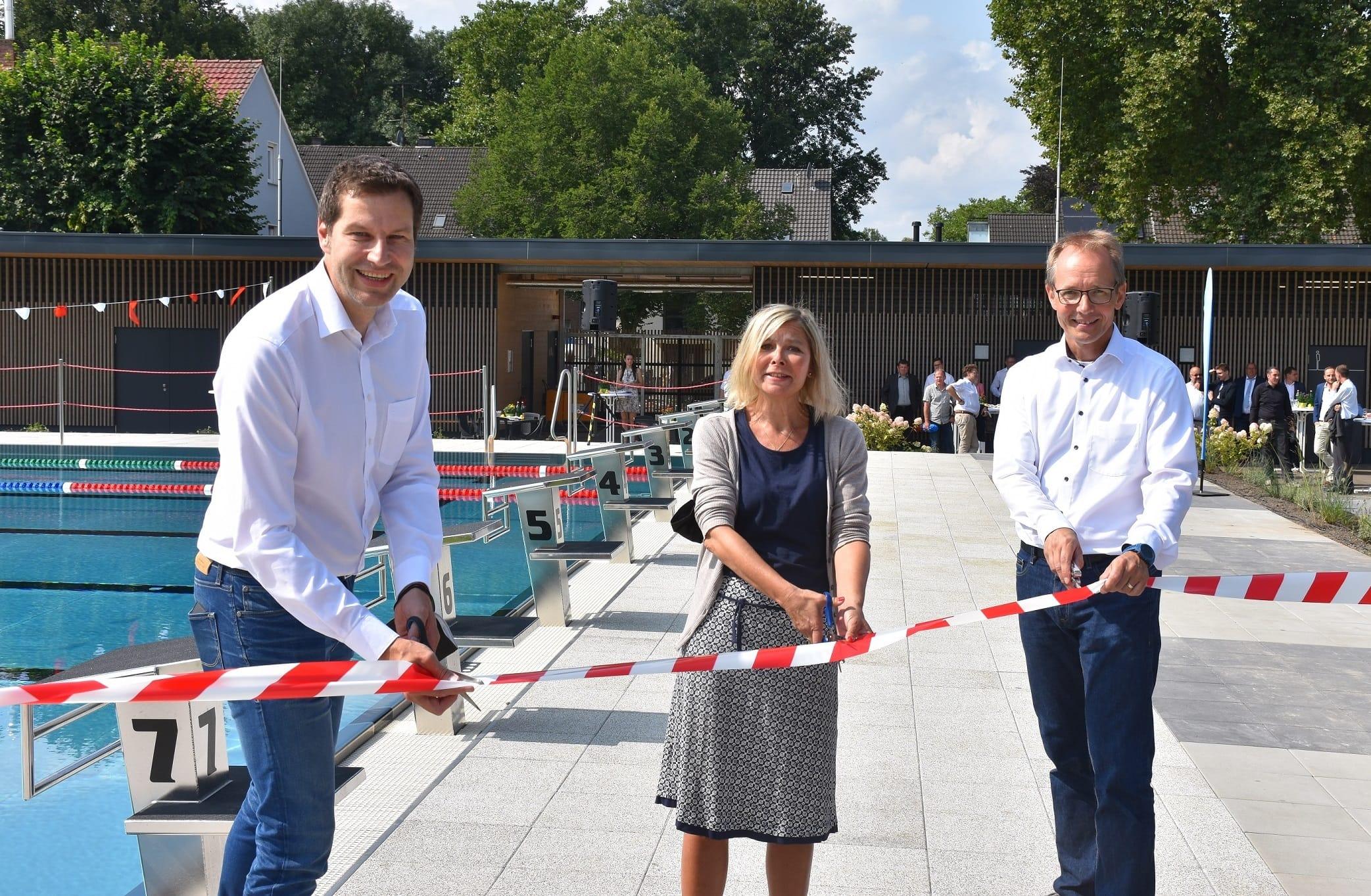 WasserWelten Bochum in Werne: Eröffnung durch Oberbürgermeister Thomas Eiskirch (SPD), Bezirksbürgermeisterin Andrea Busche (SPD) und WasserWelten-Geschäftsführer Holger Rost