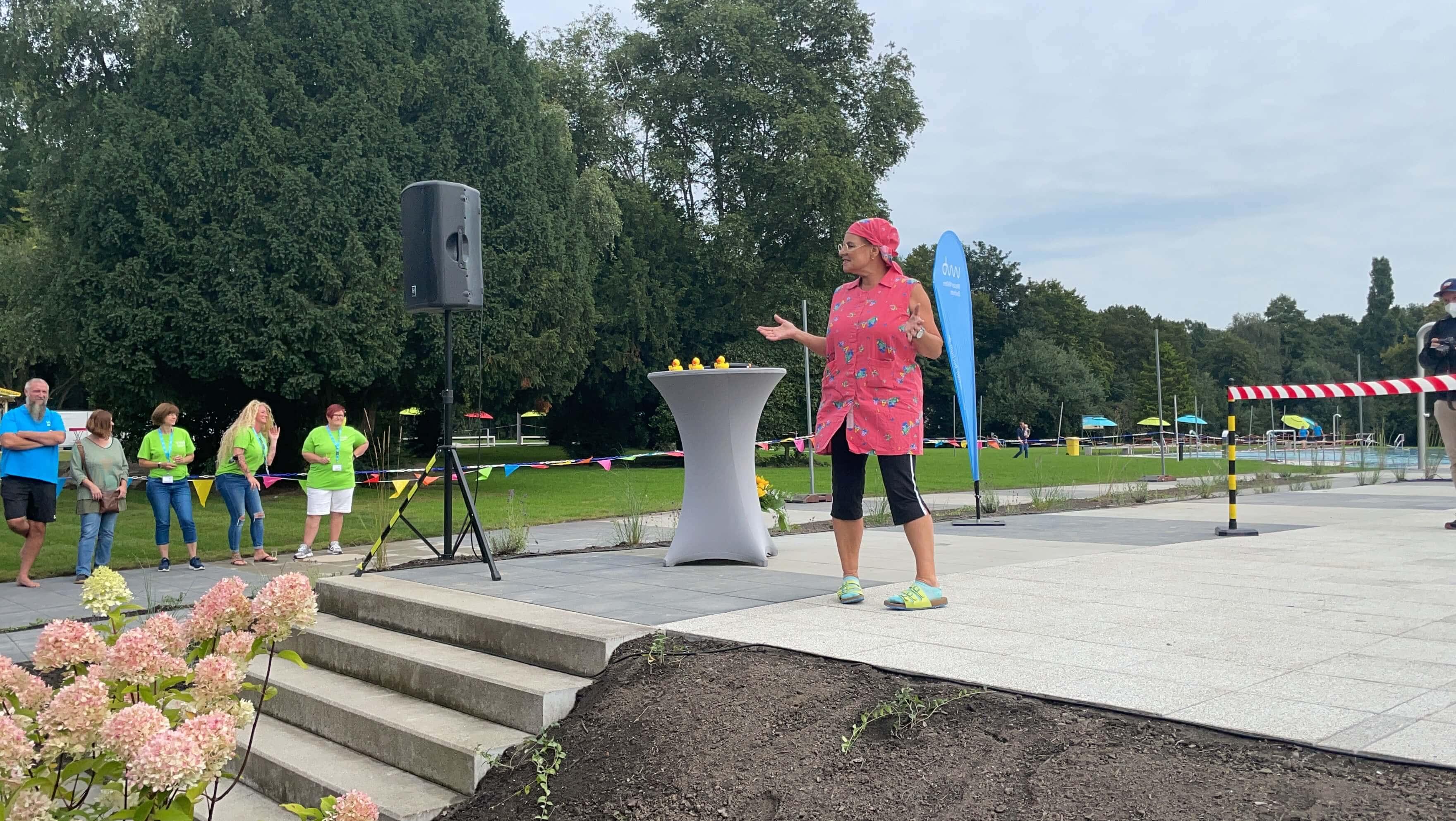 Freibad Werne (WasserWelten Bochum): Eröffnung mit der Reinigungsfachkraft Waltraud Ehlert (Esther Münch)